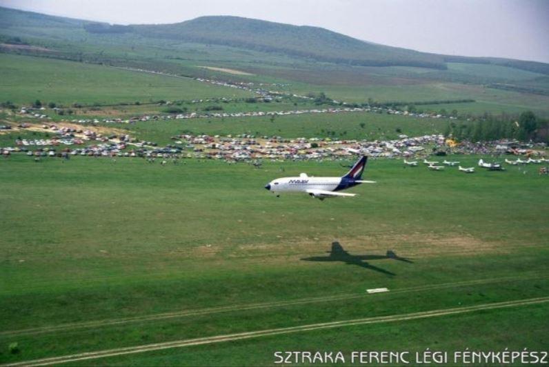 MALÉV Boeing 737